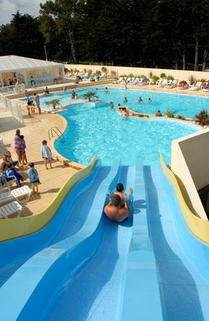 Arriv e du toboggan aquatique de la piscine for Camping noirmoutier avec piscine toboggan